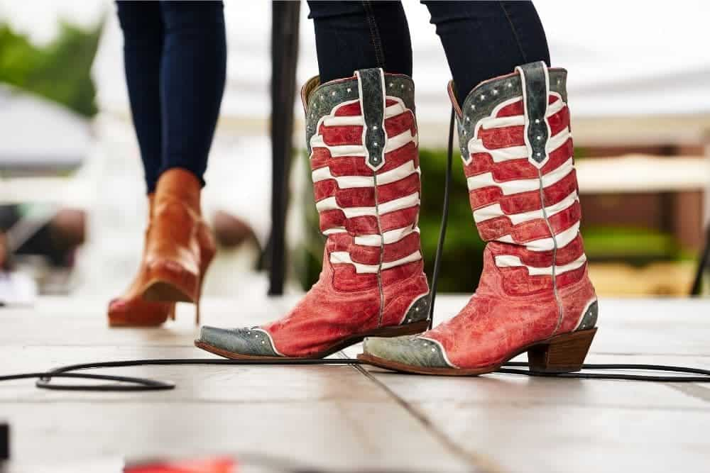 Are cowboy boots bad for your feet? 1/ Heels of cowboy boots 2/ Toe shape 3/ Sole