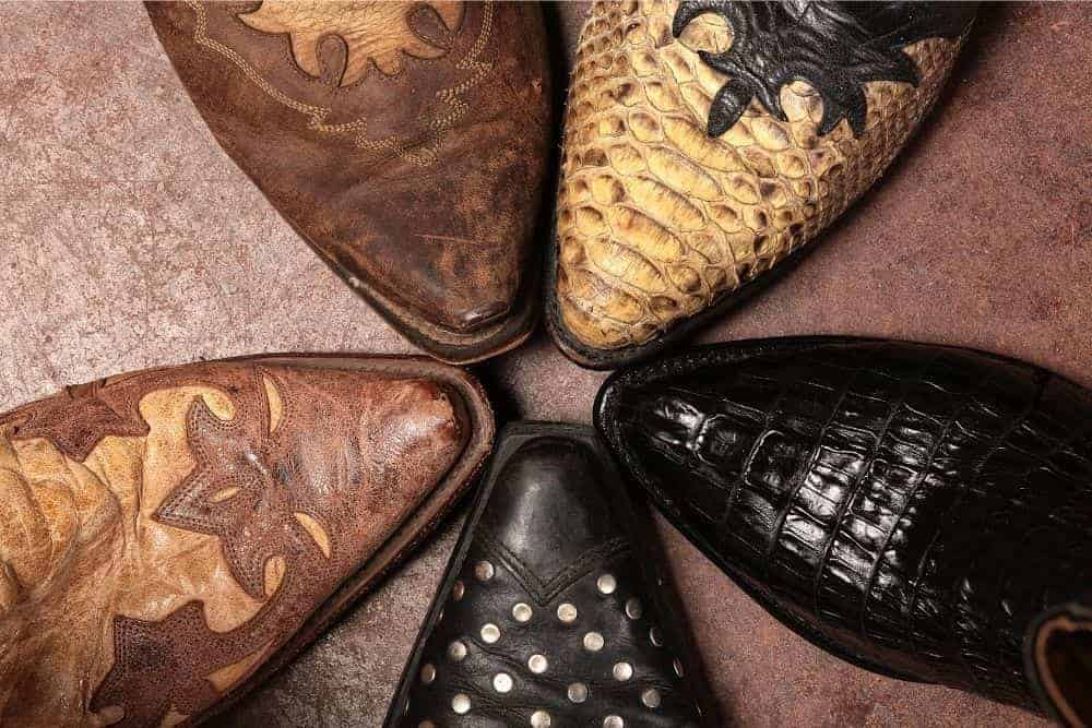 Nowadays, there are many different variations of toe styles of cowboy boots. In general, cowboy boots have 5 main types of toe: pointed toe, snip toe, round toe, square toe and broad square toe (wide square toe). Each toe type will have different characteristics, and those characteristics will often appear in different types of cowboy boots. Such features will affect the function and fashion of the boots.