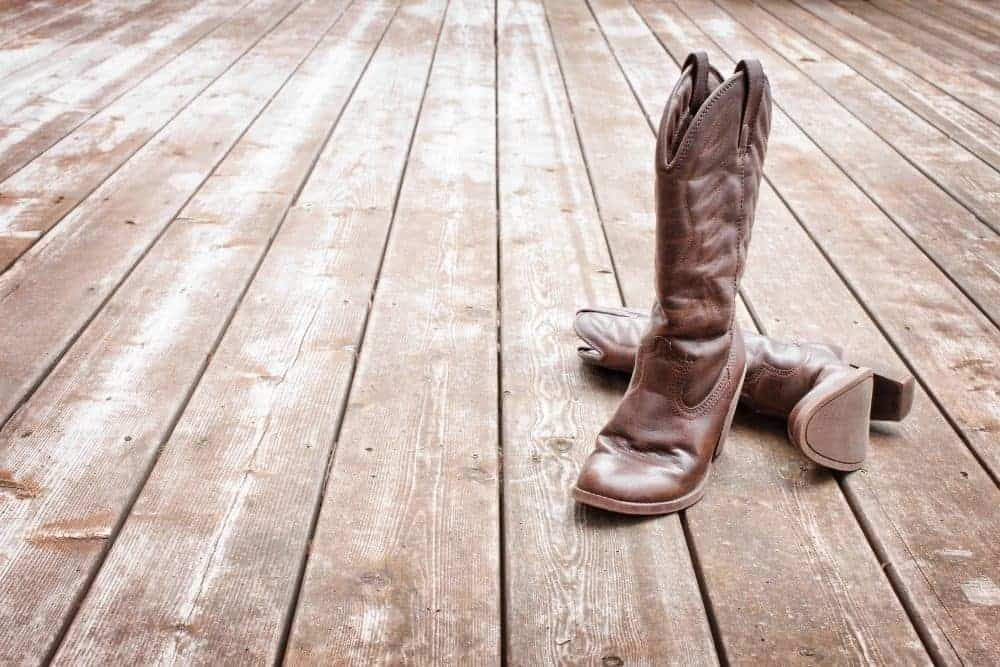 Cowboy boots tight instep
