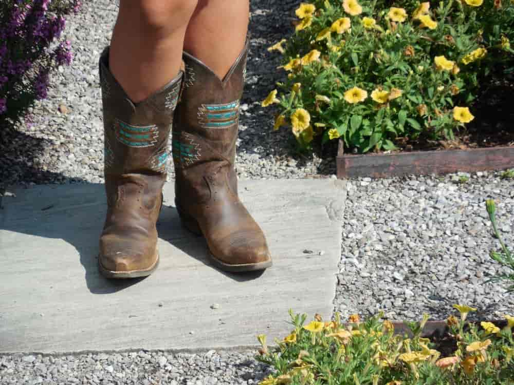"""In recent days, we came across some complaints on the Internet that """"I have a wide foot so I cannot find cowboy boots that fit my feet""""; """"My feet have suffered from flat foot syndrome, should I wear cowboy boots?""""; """"Does cowboy boots support the arch of the foot well?"""" or """"I'm looking for cowboy boots that are comfortable to wear all day long"""" … The common point of these questions is that they are searching for comfortable boots. Today From The Guest Room will handle these matters by listing the most comfortable and beautiful cowboy boots for you. What Are The Most Comfortable Cowboy Boots? Let's check it out!"""