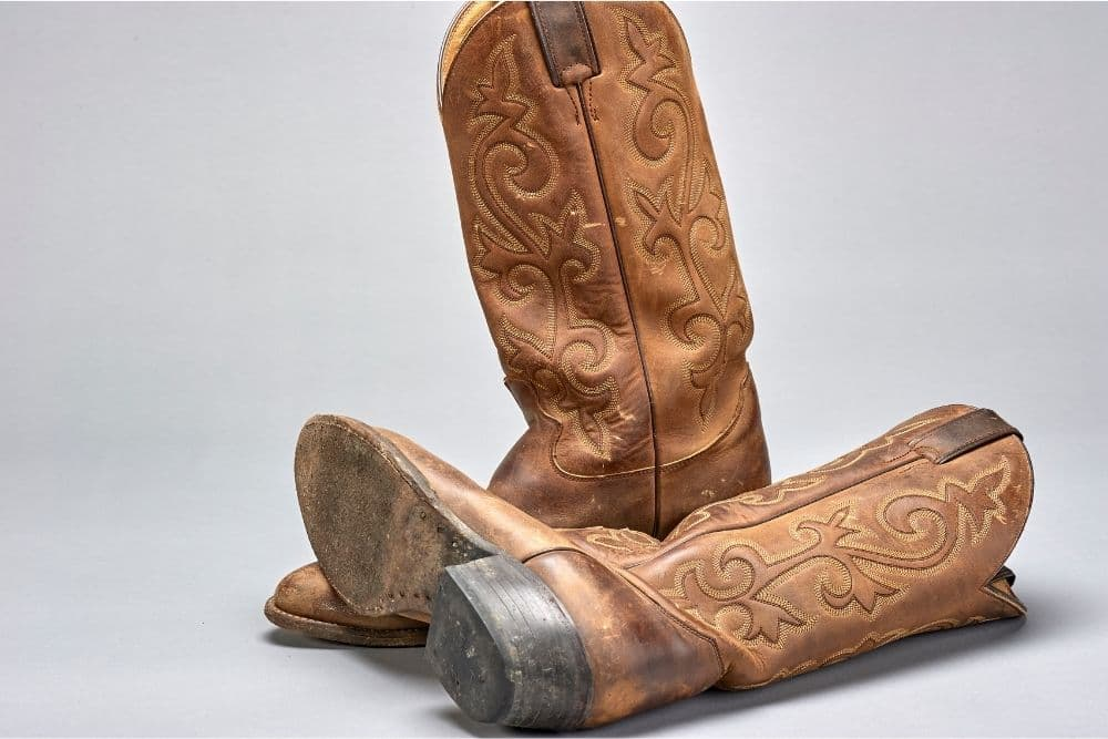 The 8 Best Cowboy Boot Insoles - Cowboy boot insoles/footbeds are what you insert into your cowboy boots for support your feet and your arches. For better experience with cowboy boots, you might need insoles for extra support. Not only for support, but insoles cushion your feet very well when wearing boots long time such as office work, on pasture, traveling…