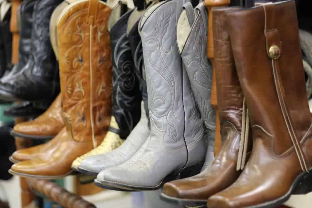 who made the best western boots - There are many famous cowboy boots in the world such as Ariat, Laredo, Dan Post, Durango, Lucchese, Tony Lama … When you want to find a pair of Cowboy Work Boots or Riding Boots, you can look to Ariat. When you find Harness Cowboy boots, look to Durango. If you want to find handmade western boots, look to Soto, Corral, Lucchese or Tony Lama.