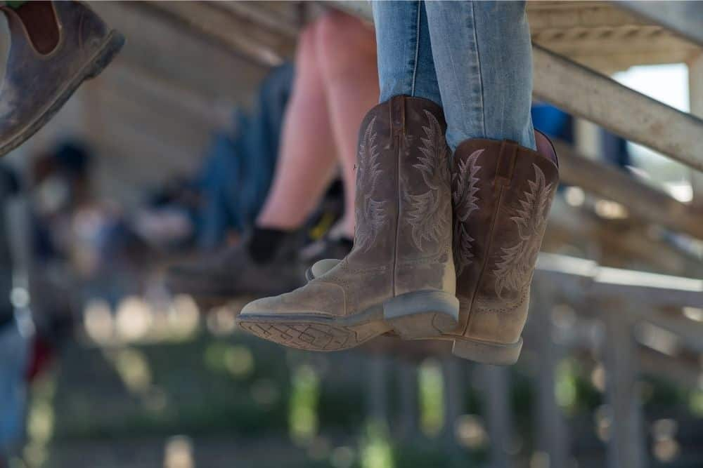There's a popular concern when it comes to cowboy boots: How are Cowboy Boots Supposed to Fit? Every time a cowboy boot was returned to the manufacturer due to not fitting your feet, you wear unsatisfied, we were sad, and of course, cowboy boot makers also were unhappy at all. The fact that 80% – 90% of cowboy boots are returned is because they don't fit your foot size. So, how are cowboy boots supposed to fit? Let's find out with us! Shall we?