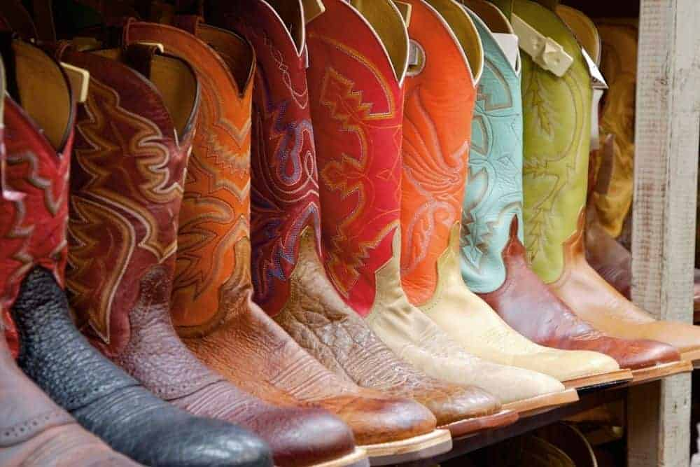 Are Durango Boots any Good - In addition to the famous Ariat brand, Lucchese, Dan Post, Laredo and Tony Lama are very familiar brands. Besides, there is an attractive destination for cowboy boot fans: Durango. The Durango brand has its own cowboy boots with exclusive style and design. Today, join FromTheGuestRoom for a review of Durango cowboy boots! Let's start!