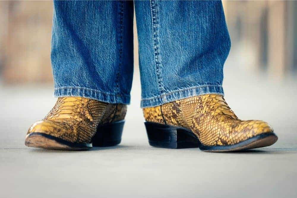 Cowboy boots for flat feet -For flat feet, there is more connection between the arch of the foot and the sole of the cowboy boots than on the regular foot. For people with normal feet, the midfoot is higher than forefoot and hindfoot. To solve this problem, we recommend using cowboy boots with good arch support. You do not know what kind of cowboy boots? Don't worry, follow us …