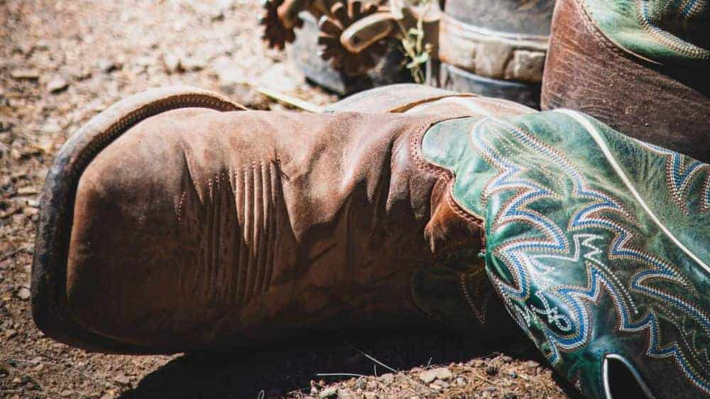 Cowboy boots, the companions of American farmers, appeared in the late 18th and early 19th centuries. In those days, cowboy boots assisted cowboys in horseback riding and supported farmers working in the ranch and farm. Today, cowboy boots are evolving and serving more purposes than just working on the farm or riding horses, including working at construction sites. Many people look for cowboy boots that are safe, strong, and durable enough to work on construction sites. So, dedicated cowboy boots for this job came into being with many outstanding features. Steel toe, an essential feature, appeared to add more protection for your cowboy boots. Thus, cowboy boots with steel toes are secure, sturdy and durable for your work. However, not all cowboy boots have steel toes. The truth is, steel toes don't appear much in cowboy boots either. Don't worry, we are here to find you the best steel toe cowboy boots! Also, we will show you which cowboy boots usually have steel toes. But if you are a newbie, then this article will show you the use of steel toe cowboy boots. Let's go through the article to see if they match your intentions.