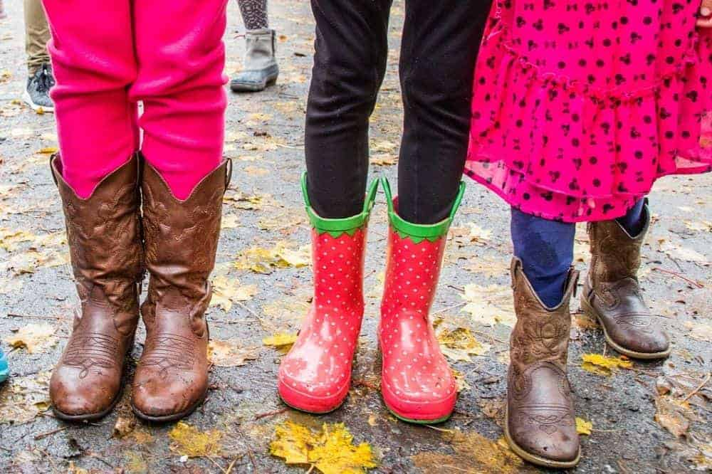Cowboy boots are not only eye-catching fashion accessories throughout the time, but they also carry the history and culture of Western America. Besides traditional cowboy boots, many types of cowboy boots are developing every day. Today, you can see that there are a variety of cowboy boots on the market. They are upgraded to serve various jobs. Cowboy boots are highly appreciated for their durability, comfort and safety that you can use them for heavy duty, outdoor work. Another highly wonderful feature of the new generation of cowboy boots is that they are waterproof. When doing outdoor work, traveling, picnicking, climbing,… it will be troublesome if you encounter sudden rains. Once your cowboy boots are non-waterproof, your feet will get wet and uncomfortable. Besides, most cowboy boots are made of leather and suede. If getting wet, they will deteriorate quickly. So if you regularly wear boots to work outdoors, waterproof cowboy boots are necessary. Do you know which cowboy boots are waterproof? And how to choose good waterproof cowboy boots? Today, let's join us to learn how to choose waterproof cowboy boots. We also bring you The Best Waterproof Cowboy Boots. Shall we?
