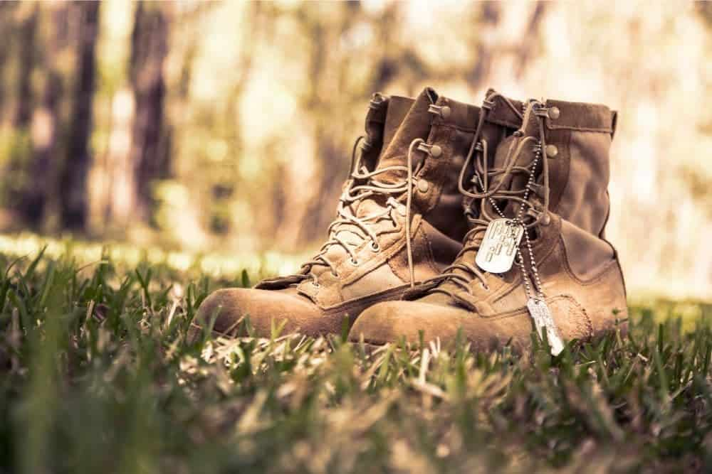 One of the most important things before deciding to buy a pair of tactical boots is: How should tactical boots fit? A pair of tactical boots that doesn't fit will completely ruin all of your expectations and interests when you wear them for a short time. Don't let that happen. We will help you understand how tactical boots should fit so that you can make a decision whether you should keep your boots or exchange them. Let's get started!