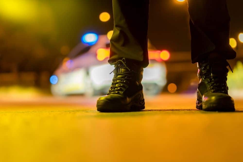 When it comes to the police profession, we think of jobs that require the executors to go through many hardships and dangers, such as criminal arrest, crowd control, traffic control, patrol, etc. Looking through the above activities of police, it is sure that a pair of boots that can serve them must meet many high requirements in terms of safety, comfort and flexibility. Tactical boots can satisfy all the demands because they are extremely multipurpose boots. The tactical boots provide great safety, comfort, and flexibility for the wearer. To go into details, continue reading the rest of the article below!