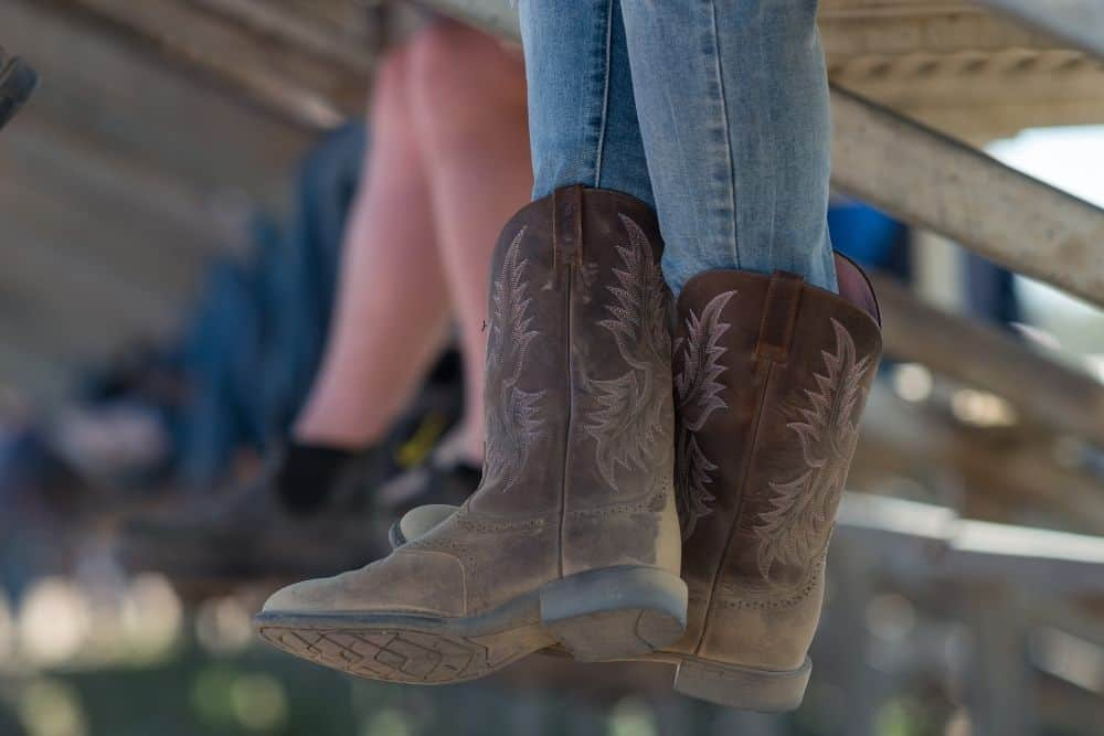 In order to get the best look when wearing cowboy boots, your calves must fill leather around the calf. Besides, guys often tuck the shafts of cowboy boots inside their jeans. So if cowboy boots are too loose around your calves, it will be very difficult to ensure the fit and aesthetic. How can I make my cowboy boots tighter around my calves? That is certainly the concern of many cowboy boot followers. We're here to help you with that! Also, we will also tell you the common mistakes when trying to make cowboy boots fit tighter around the calves!