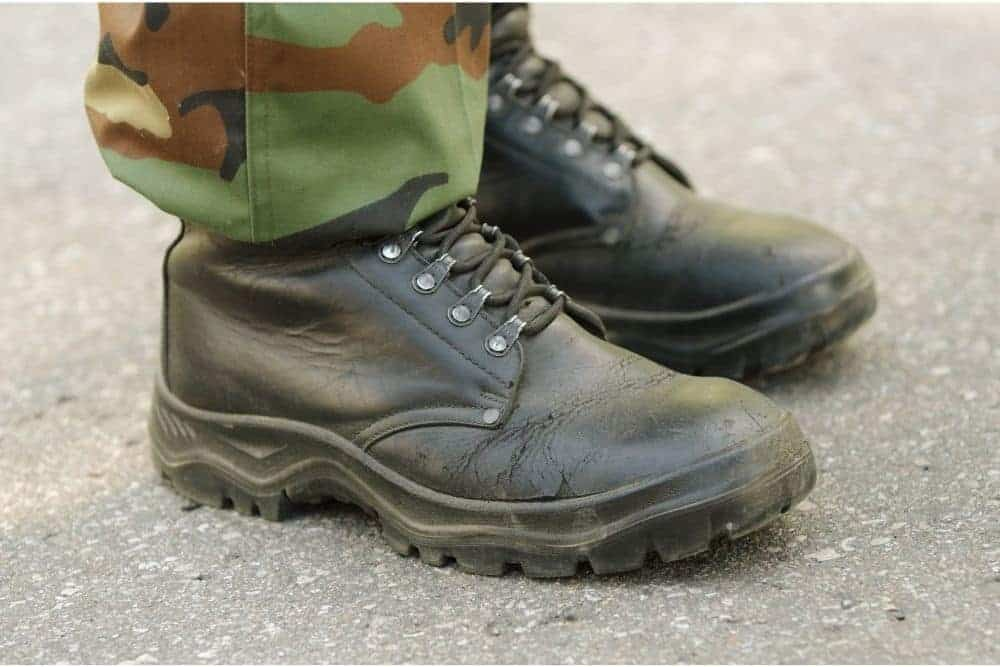 Tactical boots have a sharp, masculine, and powerful look, and are definitely not the catwalk performance boots. Tactical boots often appear on construction sites, stormy deserts, mysterious forests... Saying that so we can imagine one thing, the tactical boot power and durability are certainly respectable. In reality, however, many tactical boots fall apart just after a while you bought them. What are the causes? Why do new tactical boots fall apart? How to prevent that? Join us to find out!