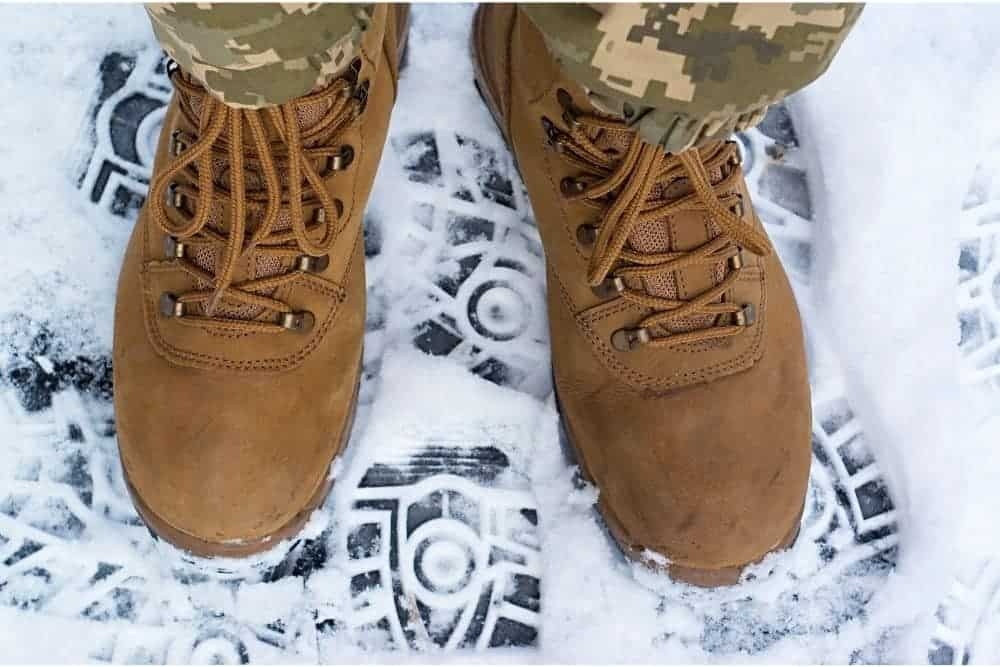 """Meta: Tactical boots are made to highly protect the feet under extreme weather conditions. Read out the article to get the answer to the question """"are tactical boots good for snow/winter?"""". Since you first heard someone recommend buying tactical boots to wear during the winter time, there seems to be some confusion over the question """"are tactical boots good for snow?"""". In addition to bringing up a cheerful Christmas time, the coming of winter also leads to many new troubles and difficulties with low temperatures, snow, rain and safety risks while traveling to work or doing outdoor exercises. For many good reasons, the all-purpose tactical boots will be the most essential gear to keep your feet warm and safe during the winter/snow time."""