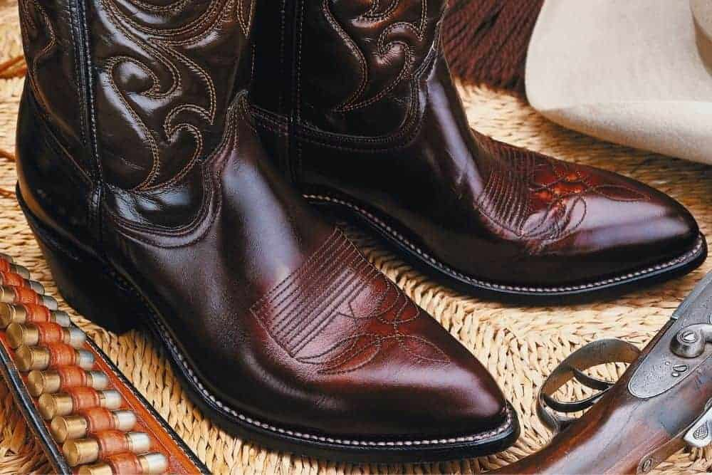 100% of the high quality cowboy boots are made of leather. And if they're not entirely made of leather, they're not good cowboy boots. The commonly used leather to make cowboy boot masterpieces is full grain leather. It is soft, smooth, breathable and very comfortable on the feet. However, just like human skin, leather needs to be properly moisturized. Keeping the right humidity, leather cowboy boots will be always soft and smooth and retain their high quality state. Conversely, if not properly moisturized, leather cowboy boots can crack, harden, or shorten their lifespan, etc. So you can't have cowboy boots without knowing how to keep them in the right humidity. A pair of cowboy boots is definitely not cheap, knowing how to care for them properly can make cowboy boots more durable, always beautiful and comfortable.