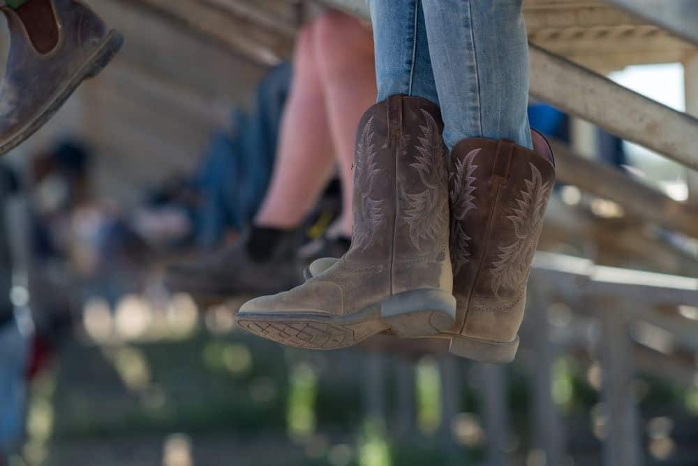 tuck skinny jeans into cowboy boots
