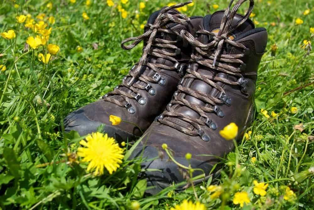 heavy leather hiking boots