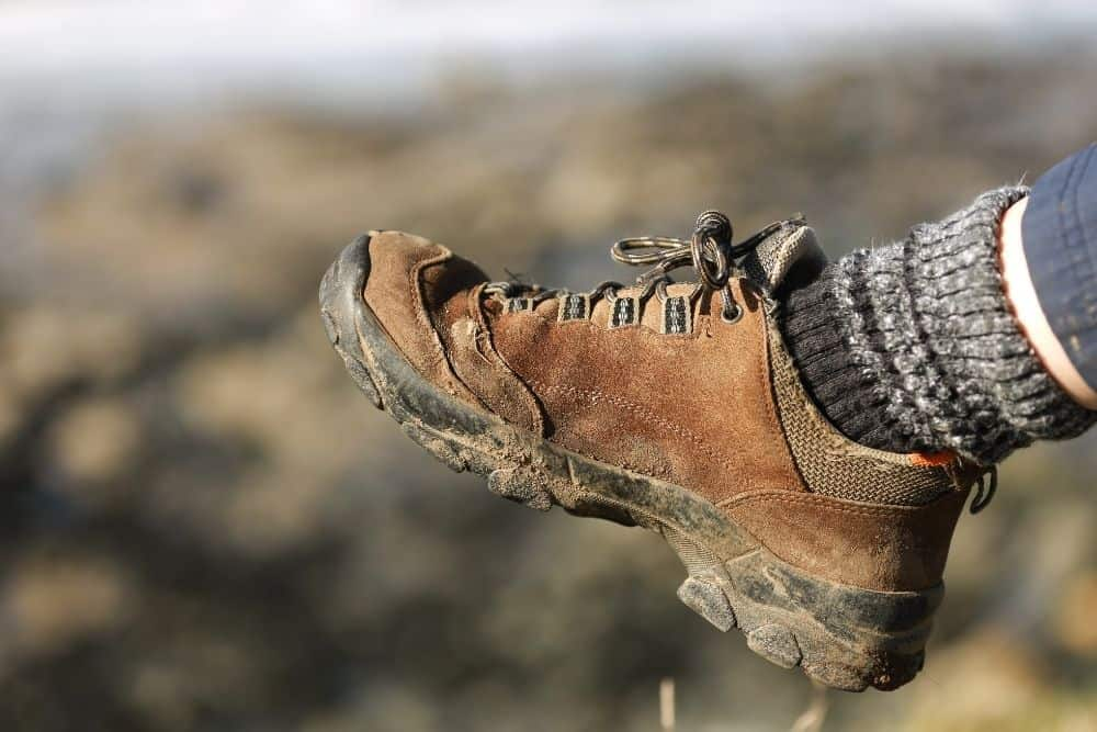 low quality hiking boots due to hot feet