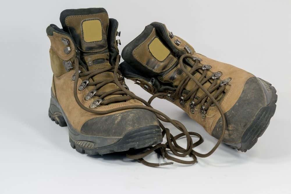 moderate weight hiking boots