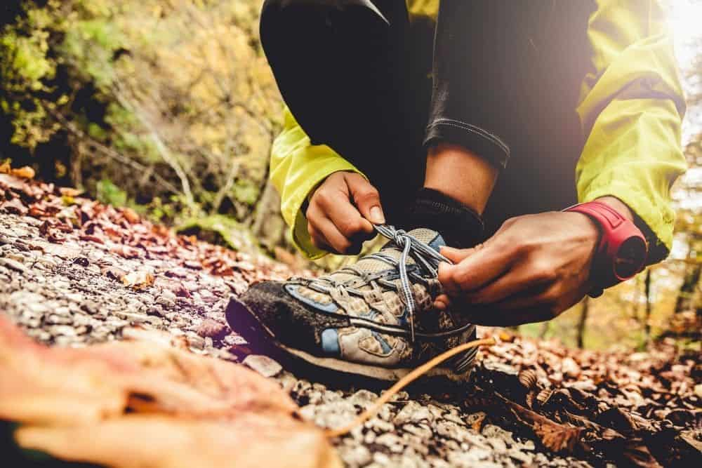 tighten the lace of hiking boots