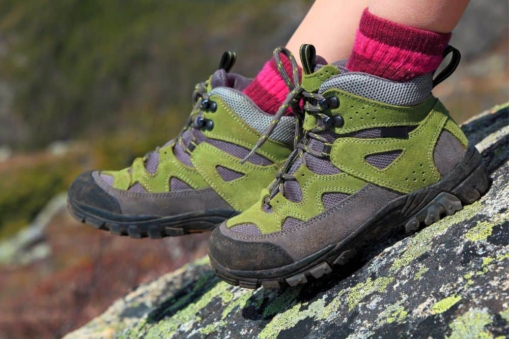 wear pink socks with hiking boots